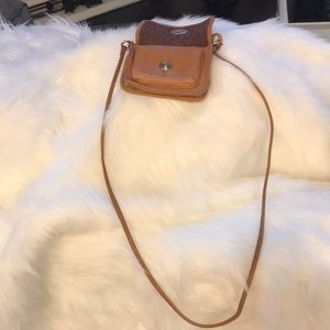 Brown leather fossil crossbody bag.